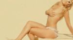 Geraldine Kemper topless op het strand
